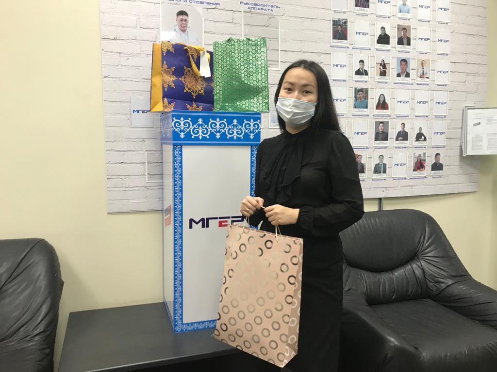 Коллектив Управления госстройжилнадзора принял участие в благотворительной акции «Коробка радости»