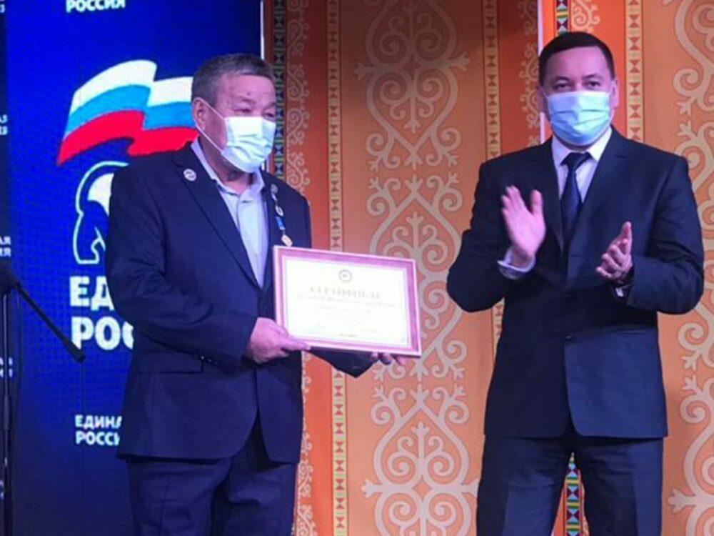Народному мастеру Алексею Скрябину вручили знак «Удьуор Уус»/«Потомственный мастер»
