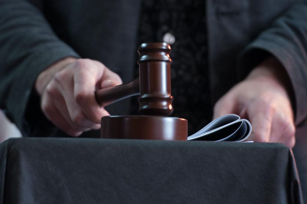 В Якутии осудили двух мужчин, насильно удерживавших 17-летнюю девушку