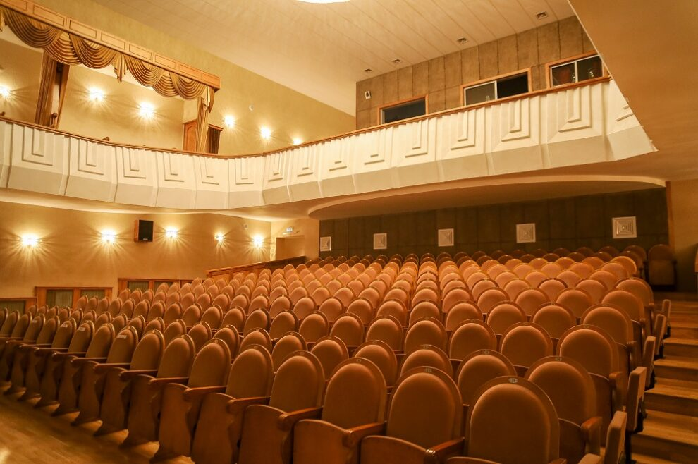 Театрам и музеям могут разрешить без торгов сдавать в аренду площадь под общепит