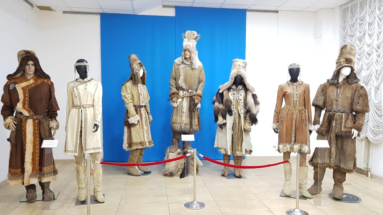 «Образ нити, из которой соткан мир». В Национальном музее открылась выставка костюмов персонажей театра и кино