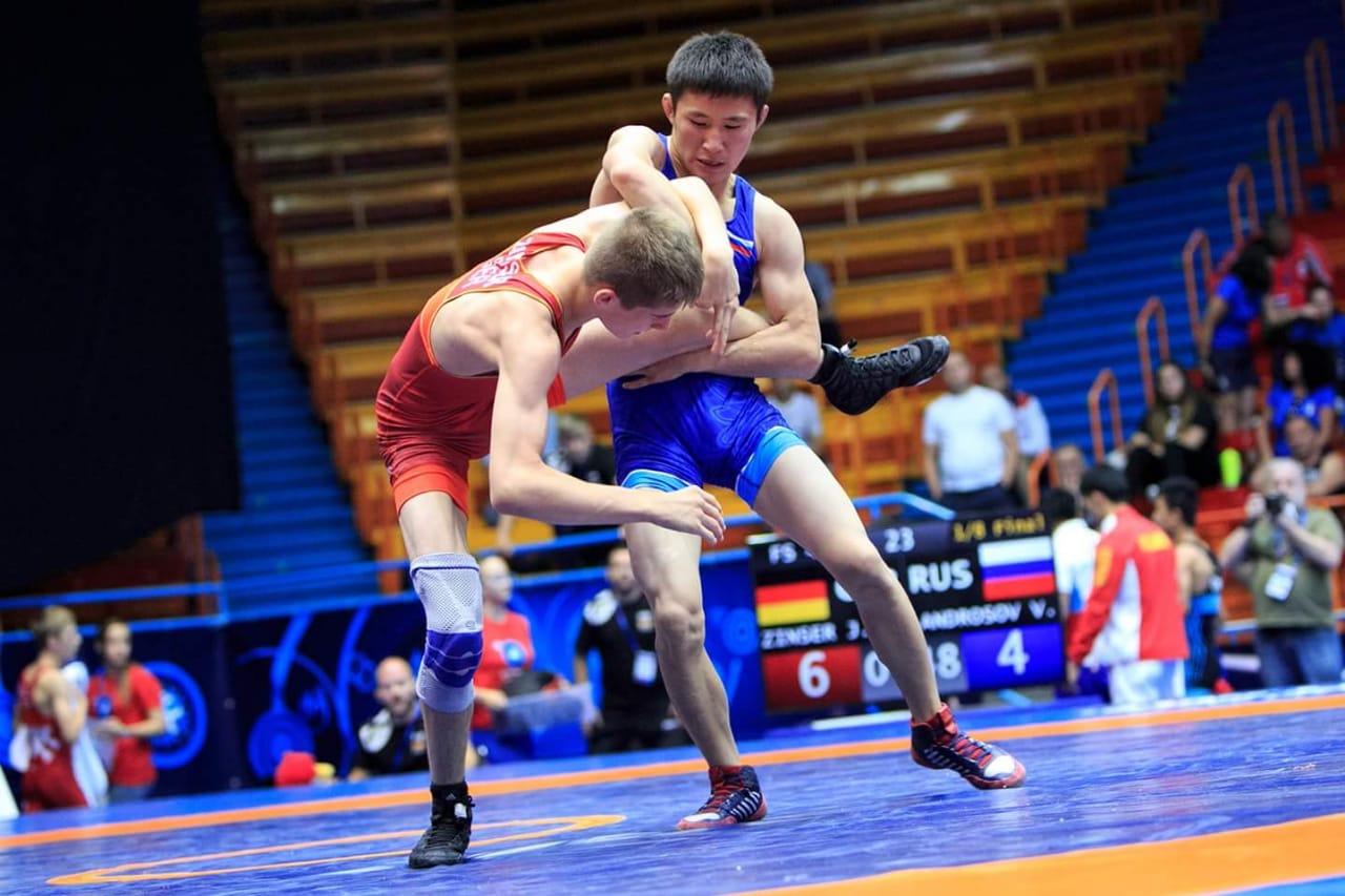 На первенстве Дальнего Востока по вольной борьбе Якутию представят 32 спортсмена