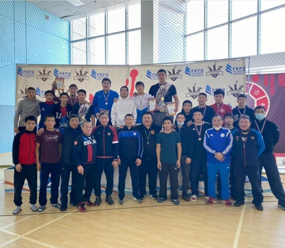 Золотые медали первенства Дальнего Востока по вольной борьбе завоевали только борцы Якутии и Бурятии