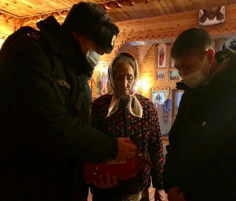 Сотрудники МЧС России обследовали православные храмы в преддверии праздникаКрещения Господня