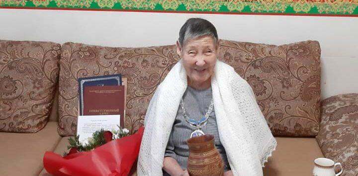 В Якутии поздравили первую юбиляршу, отметившую 100-летие в 2021 году