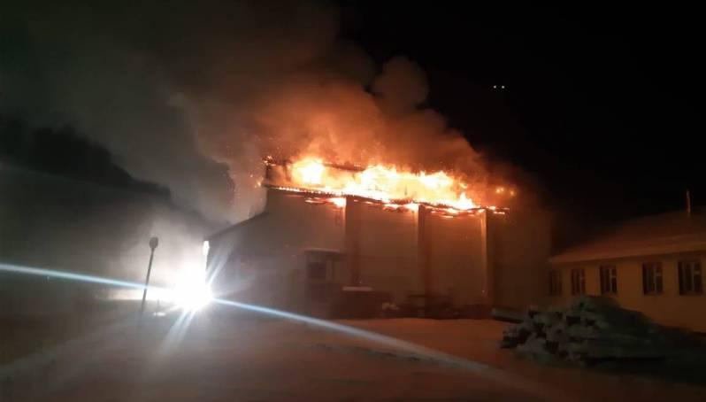 Пожар в посёлке Кустур полностью ликвидирован