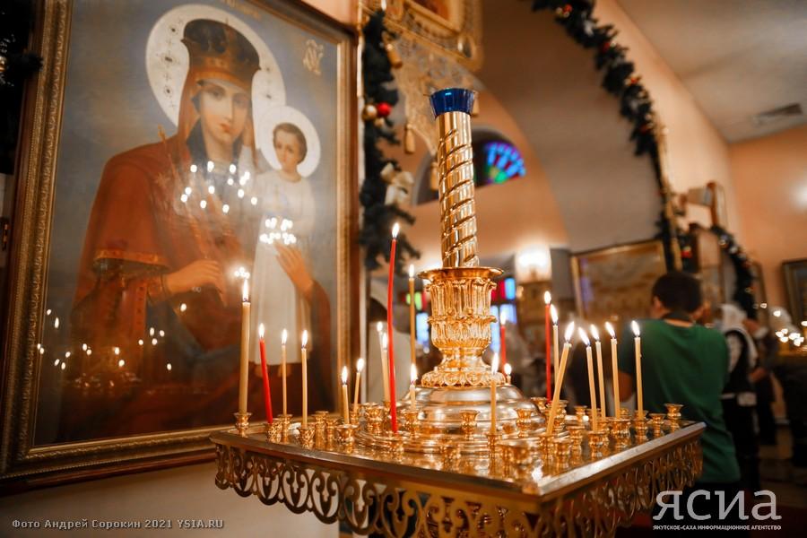Айсен Николаев принял участие в праздничной литургии и поздравил якутян с Рождеством