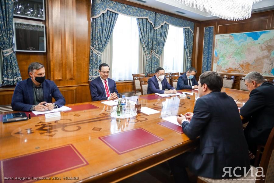 Глава Якутии встретился с заместителем гендиректора Фонда содействия реформированию ЖКХ Тамирланом Аджиевым