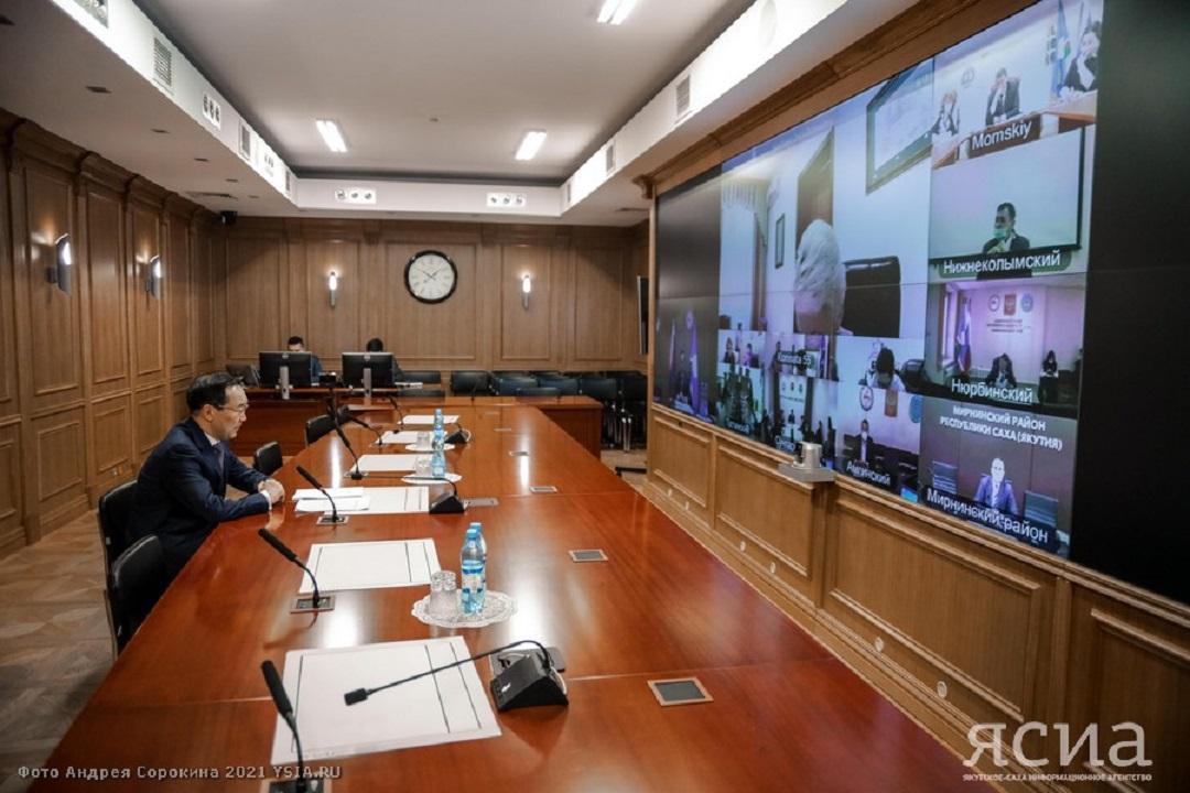 Глава Якутии провёл совещание с главами районов по вопросу массовой вакцинации от коронавируса