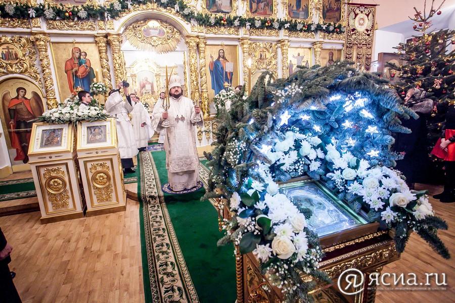 В РПЦ рекомендовали пожилым прихожанам не идти в храм в Рождество