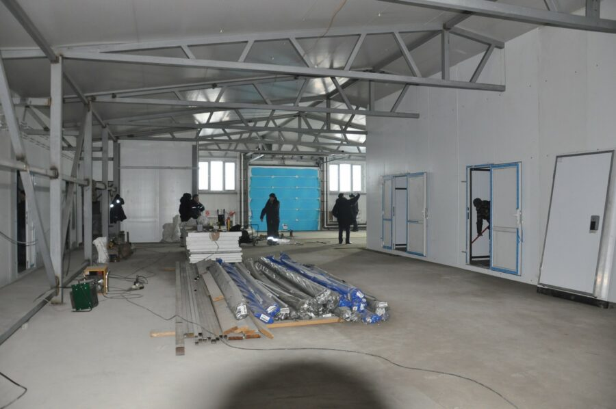 В Ленском районе завершается строительство молочного цеха