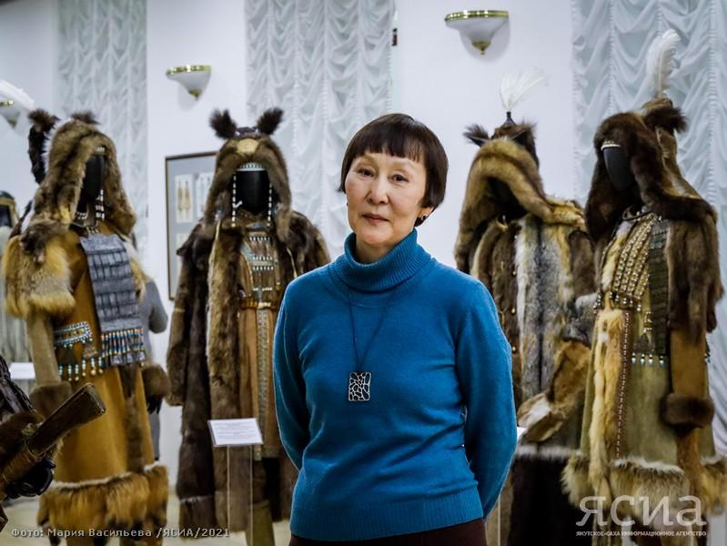 Костюмы из известных якутских спектаклей и кино представлены на выставке Дарии Дмитриевой