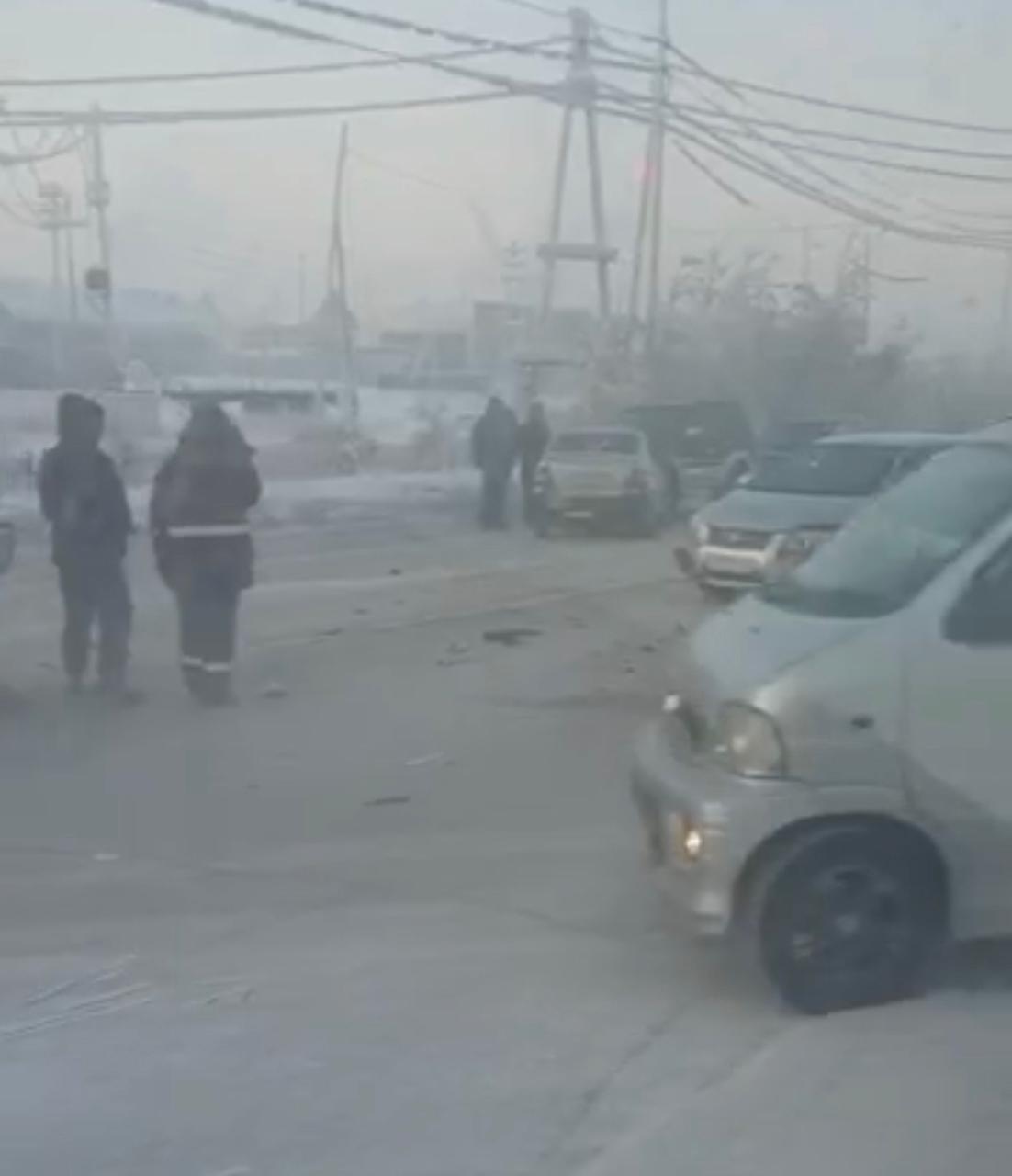 ВИДЕОФАКТ: В Якутске столкнулись семь машин