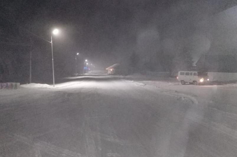 В Якутии ночью на трассе спасли 13 человек, в том числе 3 детей