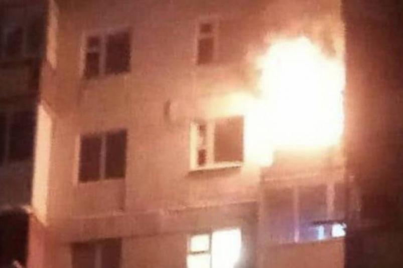 Во время ночного пожара в доме на улице Горького в Якутске эвакуировали 60 человек