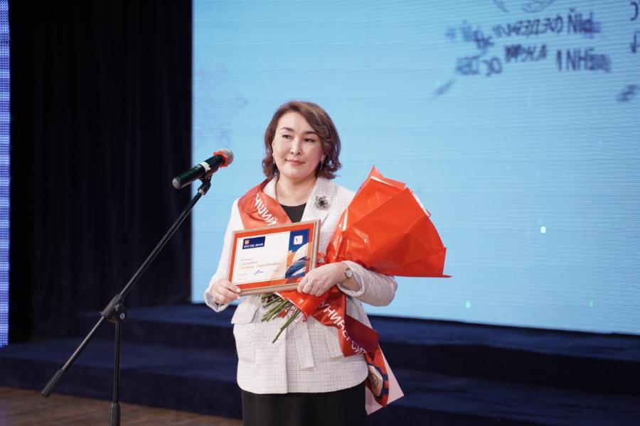 Татьянин день в СВФУ: знак «Лучший выпускник – гордость университета» вручен Снежане Слепцовой