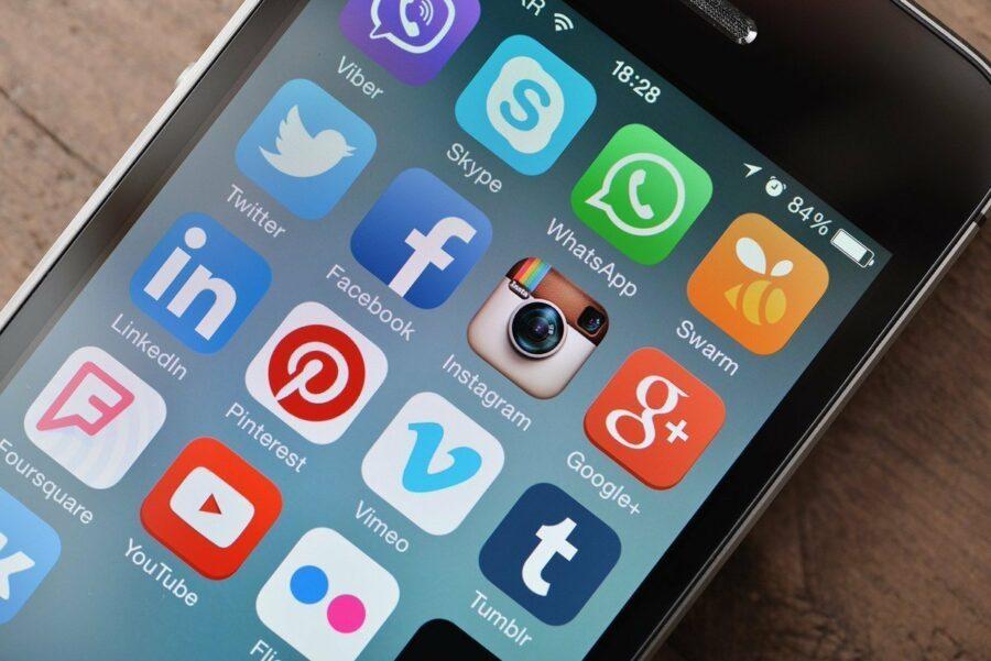 Роскомнадзор оштрафует шесть соцсетей за призывы на незаконные акции