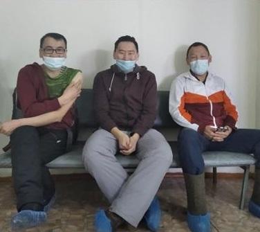 Учителя-спортсмены Момского района получили вакцину от COVID-19 в числе первых