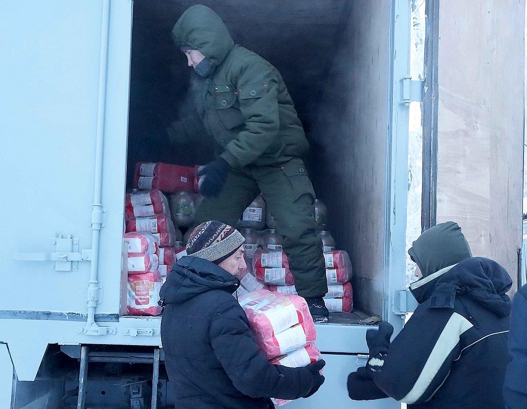В Якутске росгвардейцы помоглиЦентру социальной помощи«Свобода» - передали продукты питания