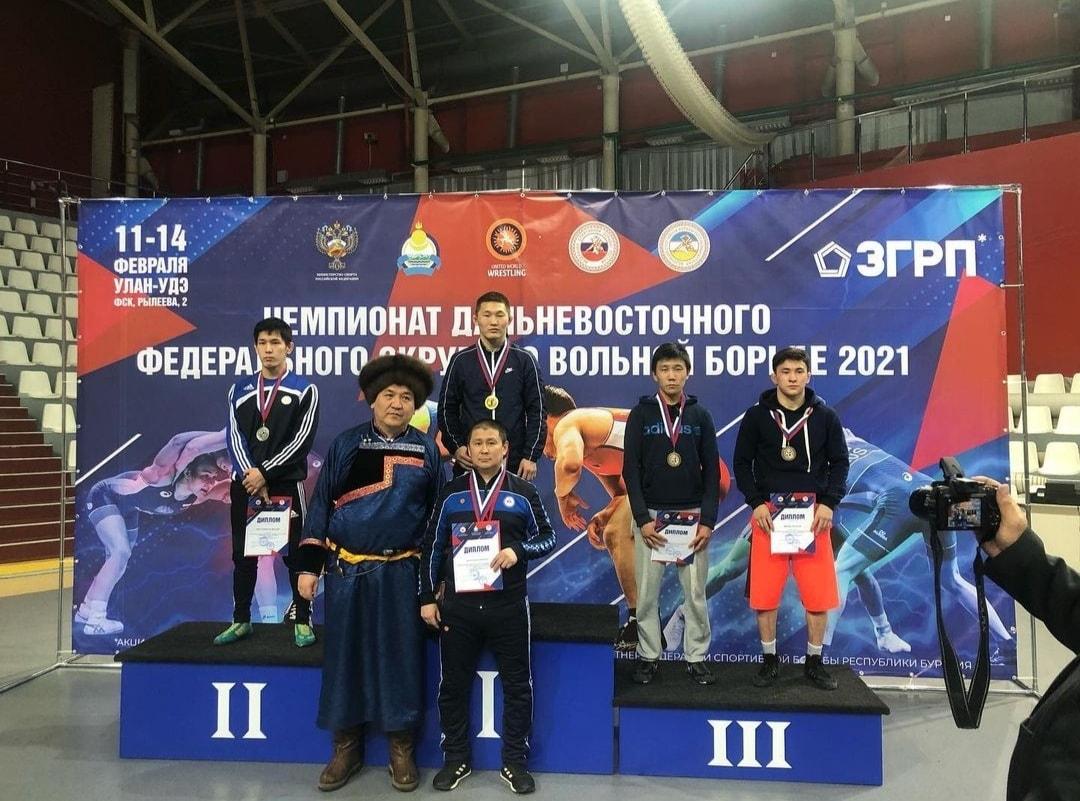 Якутские борцы взяли все медали в наилегчайшей весовой категории чемпионата Дальнего Востока