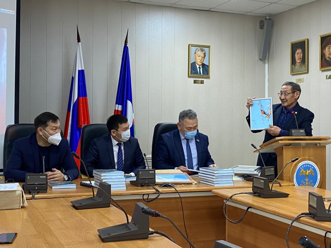 "В Якутии презентовали книгу ""Зов Кембрийского моря"""