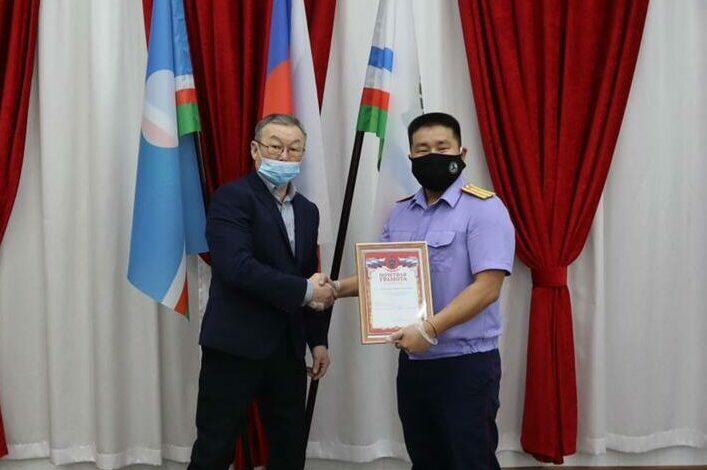 В Якутии директор сельского клуба спас мальчика от преступника