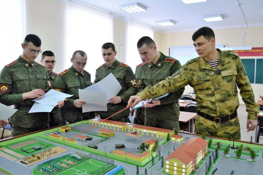 Якутянам предлагают поступить в военные вузы
