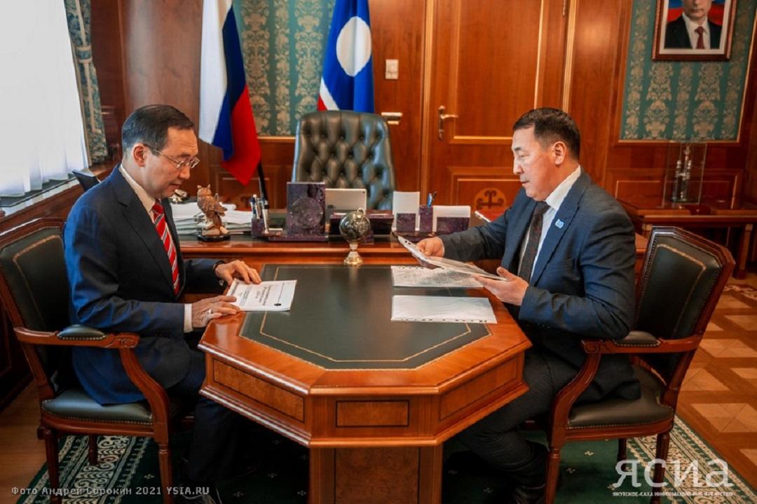 Глава Якутии обсудил меры поддержки и развития зерноводства с главой Амгинского улуса