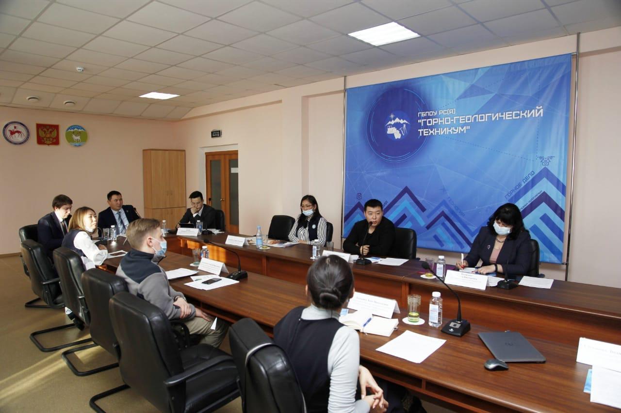 В Горно-геологическом техникуме открыли первый в России класс Майкромайн