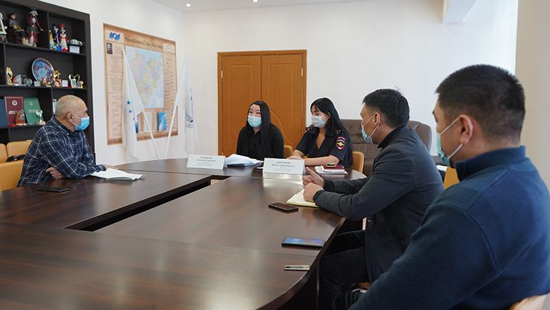 Дом дружбы народов провел консультацию для мигрантов