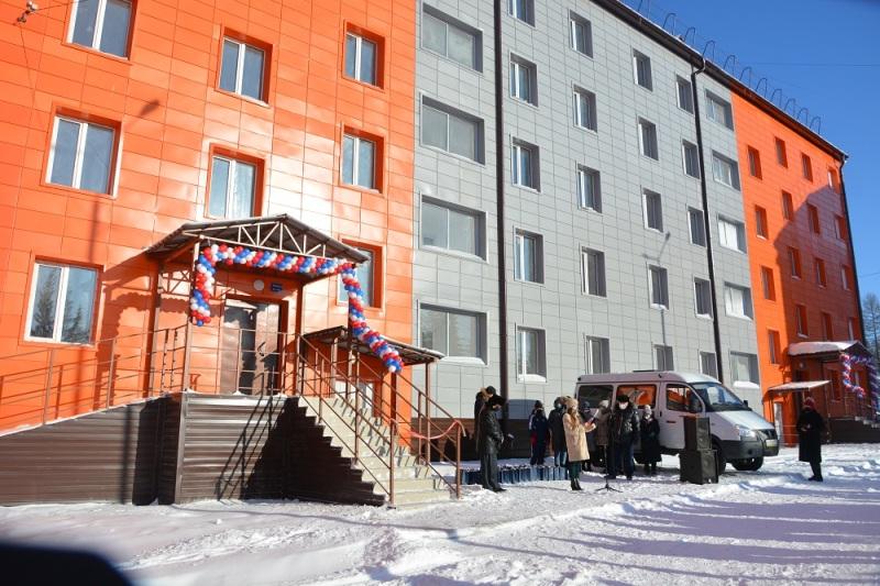 В Якутии 40 семей получили ключи от новых квартир по программе переселения граждан из аварийного жилья