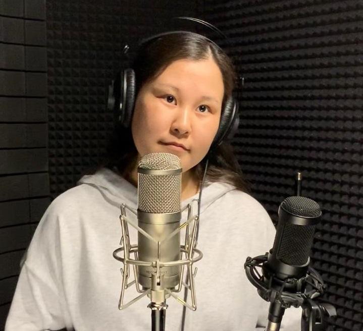 Якутянка записала песню в честь врачей республиканской офтальмологической больницы