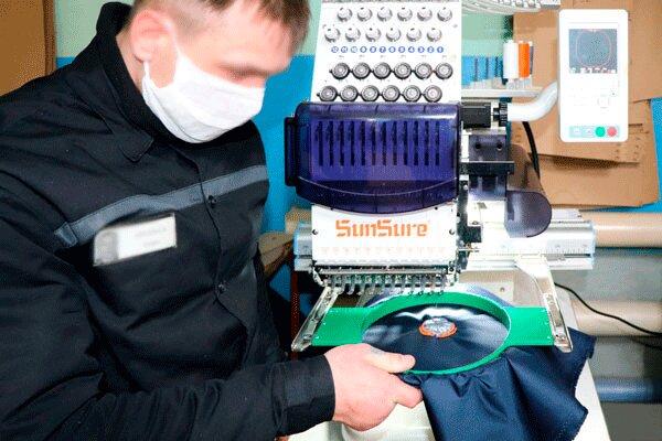 В Якутии осужденные освоили работу на вышивальной машине