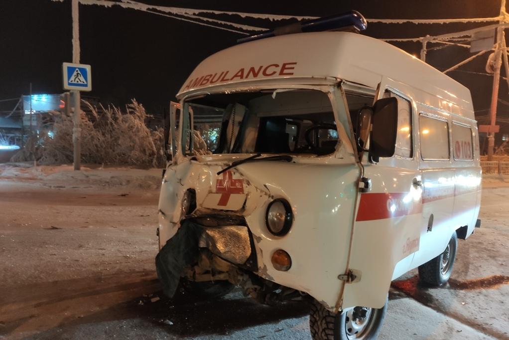 Повреждения УАЗ2 ДТП со скорой Якутск 09.02.21П
