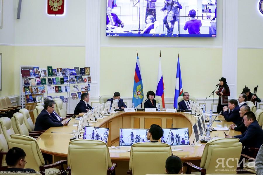 В Якутии поздравили ветеранов международных связей республики