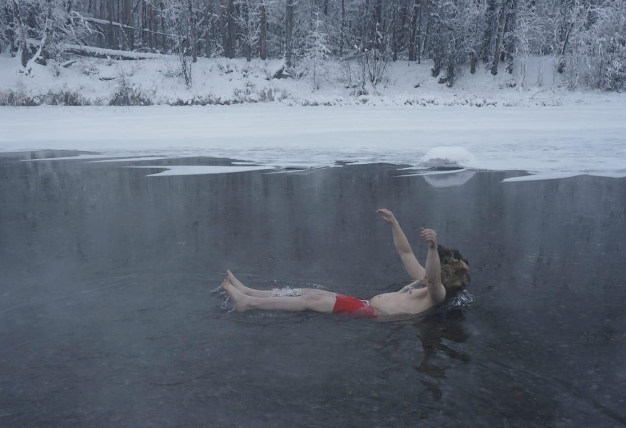 Туристы из разных стран отдыхают на Полюсе холода
