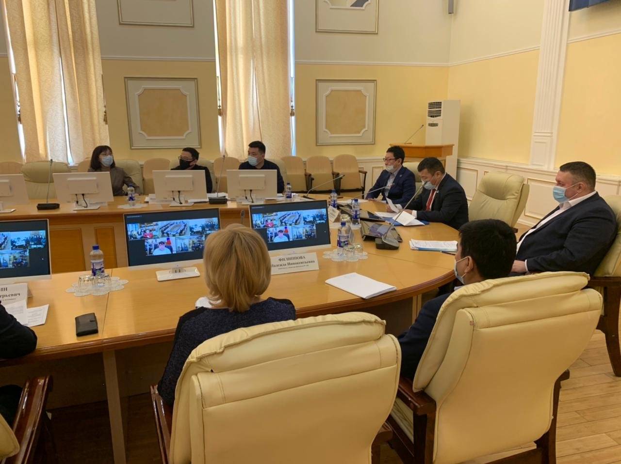 Дмитрий Садовников провел отчет правительства перед населением Среднеколымского района