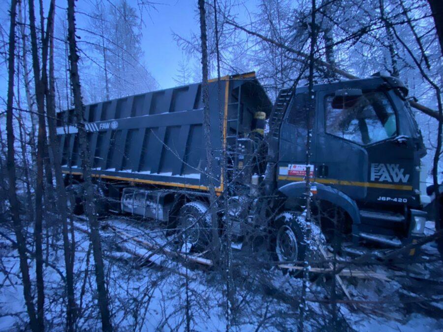 В съехавшем с дороги грузовике пострадал пассажир