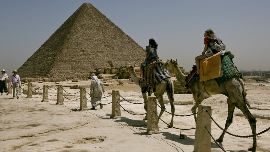 Египет сообщил о договоренности с Россией о возобновлении чартеров на курорты