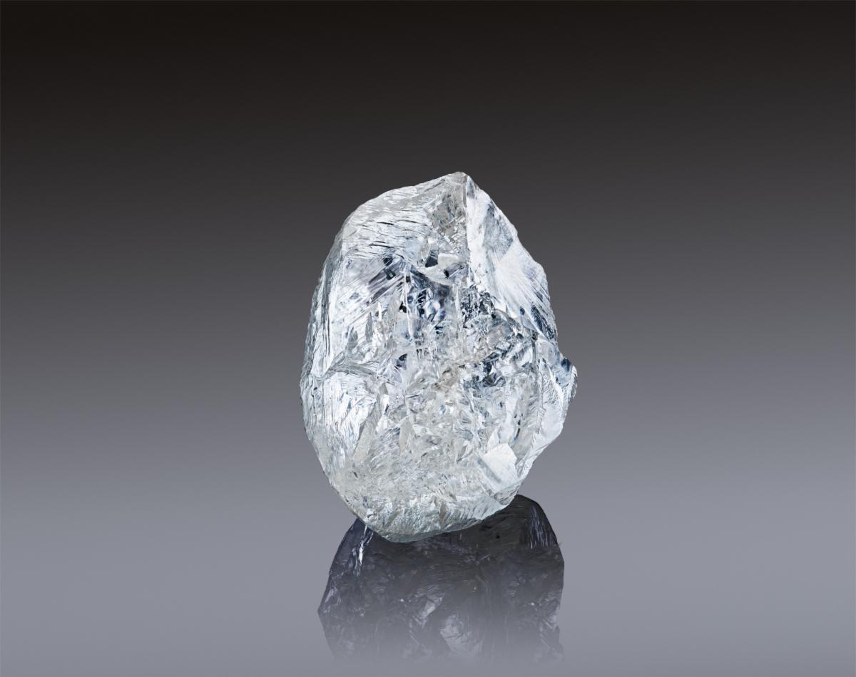 АЛРОСА выставляет на юбилейный аукцион исключительный 242-каратный алмаз