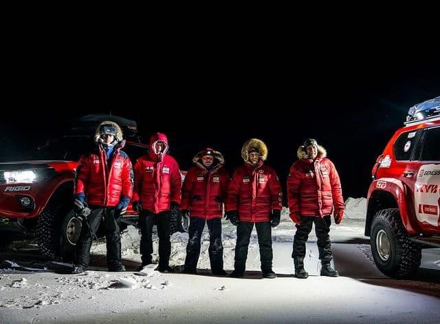 Путешественники впервые доехали до Новосибирских островов на автомобилях