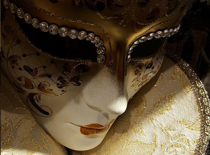 """""""Магия карнавала"""". В Якутии началась выставка венецианских масок"""