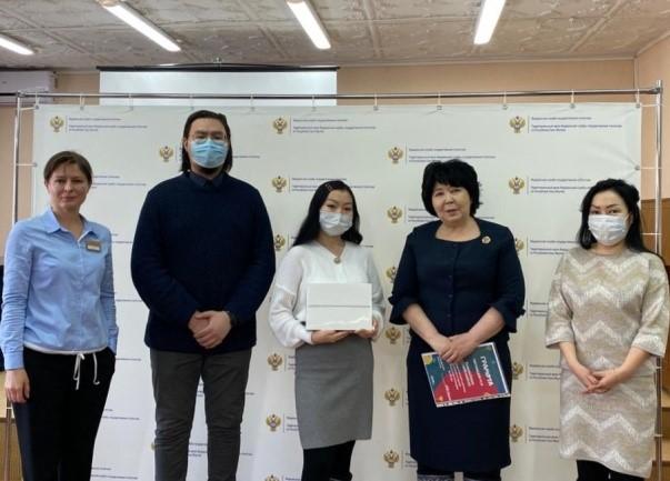 Школьница из Якутии стала победительницей конкурса рисунков Росстата