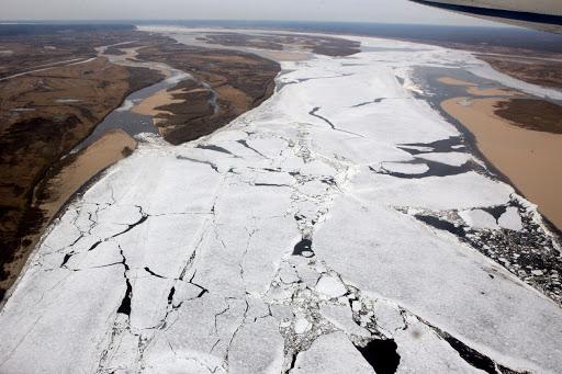 На затороопасныхучастках на реках Якутии проведут работы по ослаблению прочности льда