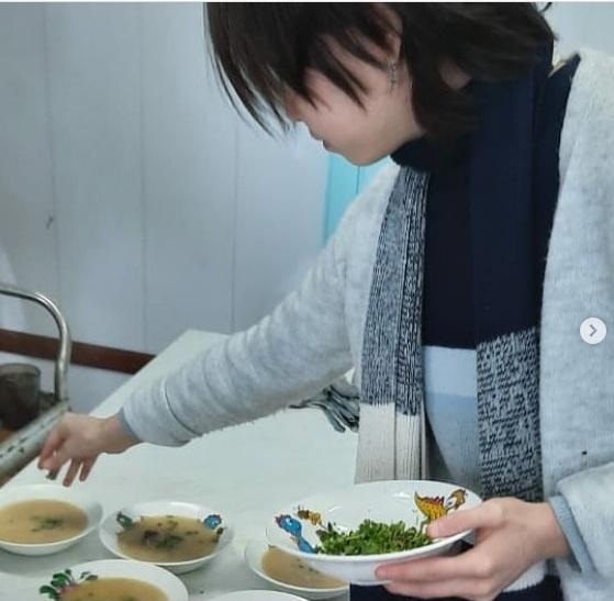 Школьники Оленегорской школы посадили микрозелень и уже попробовали его на вкус