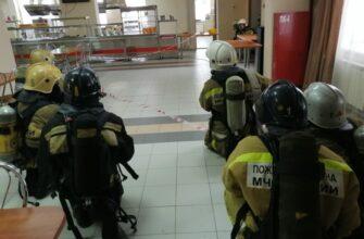 Идут учения. Пожарные МЧС России ликвидировали возгорание вАлданском медколледже