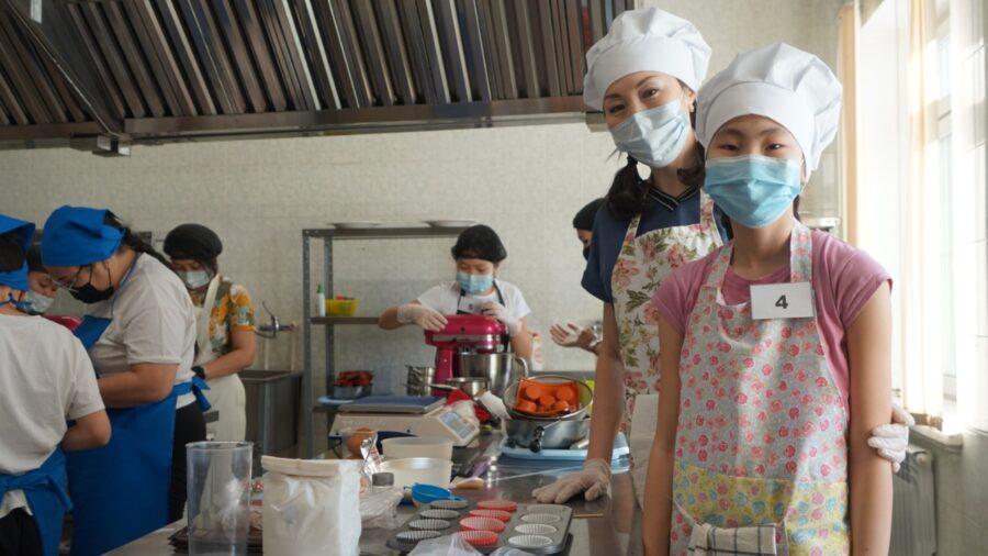 Школьники с родителями показали мастерство в кулинарии