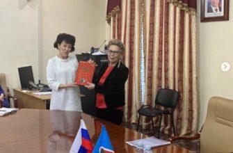 Нюрбинские педагоги рассказали депутату Госдумы Галине Данчиковой об успехах и проблемах