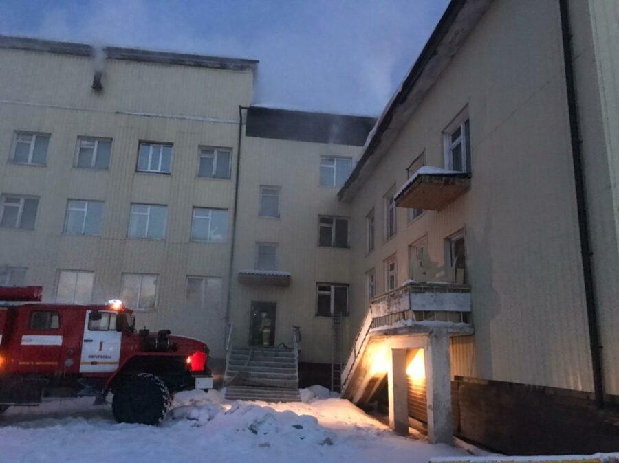 Пожар в здании школы в селе Борогонцы ликвидирован