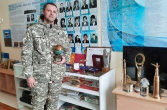 Якутский режиссер передал свои награды в школьный музей